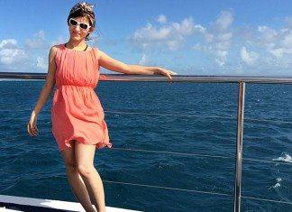 shilpa_ahuja_music_video_dive_into_great_barrier_reef_australia_water_having_fun_bandanna_pink_dress_