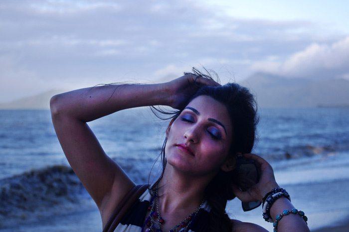 shilpa_ahuja_nautical_dress_maxi_beach_jewelry_bracelet_blogger_makeup_evening_photography