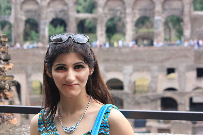 shilpa_ahuja_travel_summer_look_outfit_rome_colosseum_italy_green_dress