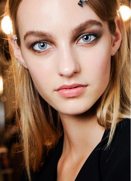 smokey_eye_makeup_latest_trends_fall_winter_2015_2016_roberto_cavalli_smudgy_black