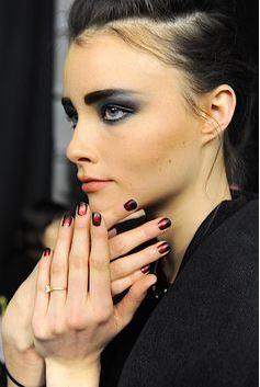 smokey_eye_makeup_latest_trends_fall_winter_2015_2016_smudgy_black