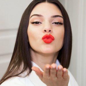 summer_fashion_trends_2015_red_lipstick_kendall_jenner_estee_lauder_instagram
