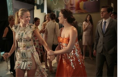 tiffanys_party_gossip_girl_serena_best_friends_house_party_blake_lively_blair_dress