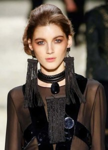 2015_jewelry_trends_latest_best_top_fall_winter_2016_tom_ford_rtw_oversized_black_earrings