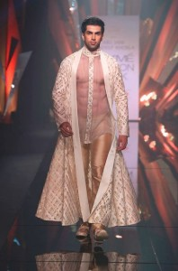Abu_Jani_Sandeep_Khosla_ LFW_ 2015_lakme_fashion_week_winter_festive_mens_menswear_kurta_sheer_gold