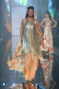 Abu_Jani_Sandeep_Khosla_ LFW_ 2015_lakme_fashion_week_winter_festive_rose_beige_gown_sequin