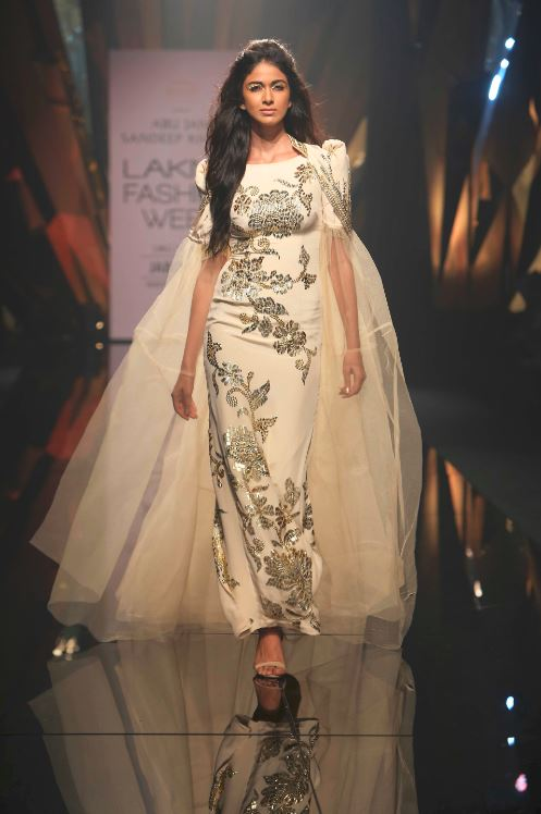 Abu_Jani_Sandeep_Khosla_ LFW_ 2015_lakme_fashion_week_winter_festive_white_gown_sequin