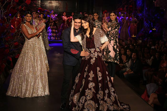 Manish-Malhotra-Aishwarya-Rai-Bachchan_aicw_2015_amazon_india_fashion_week_couture_showstopper_celebrity