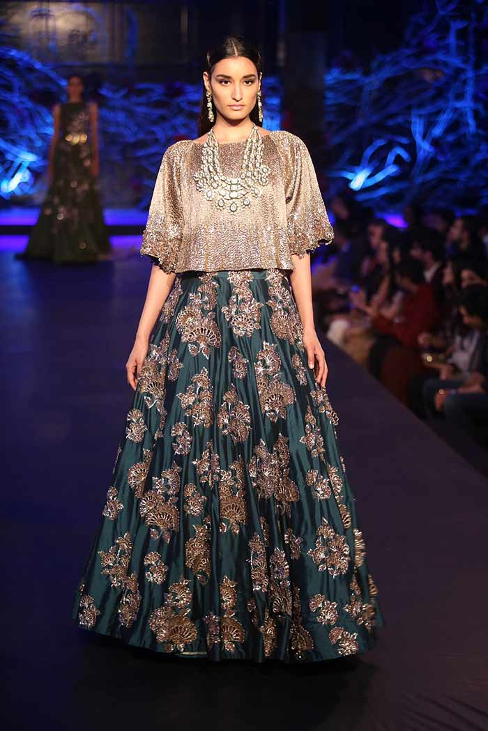 Manish malhotra autumn winter 2015 couture fashion show for Couture clothing