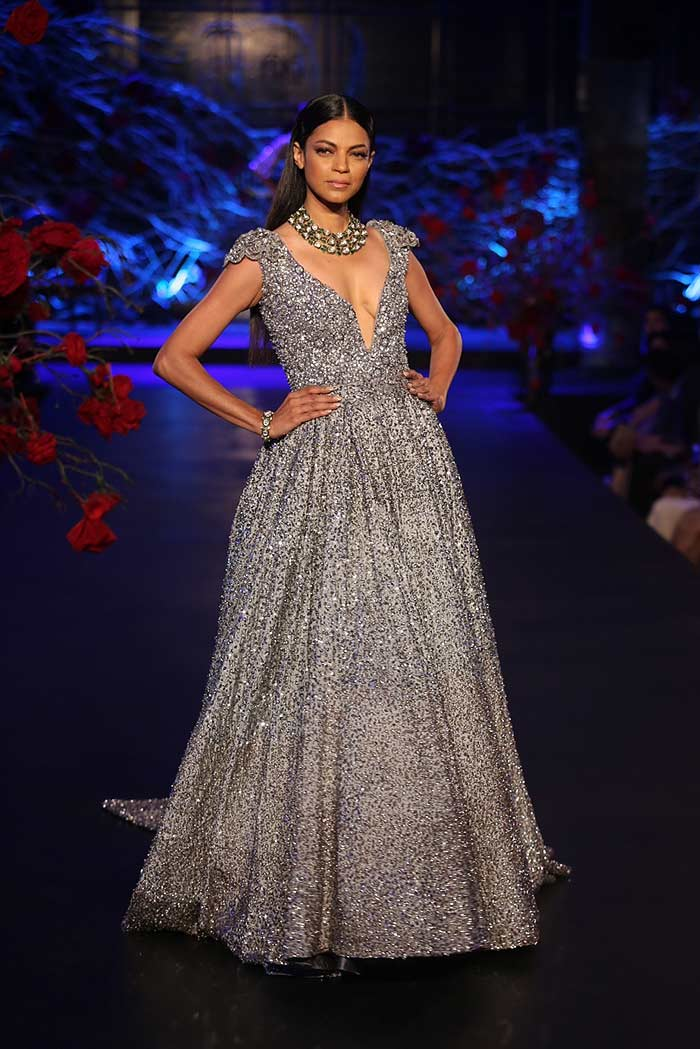 Manish-Malhotra-_aicw_2015_amazon_india_fashion_week_couture_runway_silver_grey_gown