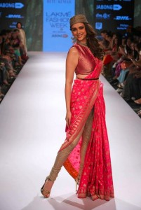 aditi_rao_hydari_ritu_kumar_collection-2015_lakme_fashion_week_saree_pink_gold_chooridar