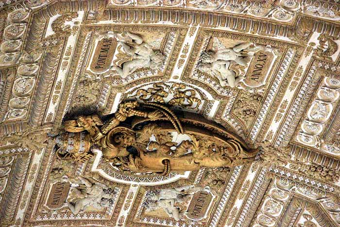 art_vatican_city_ceiling_sculpture_st_peters_basilica_rome_italy_budget_travel_tips_tourism