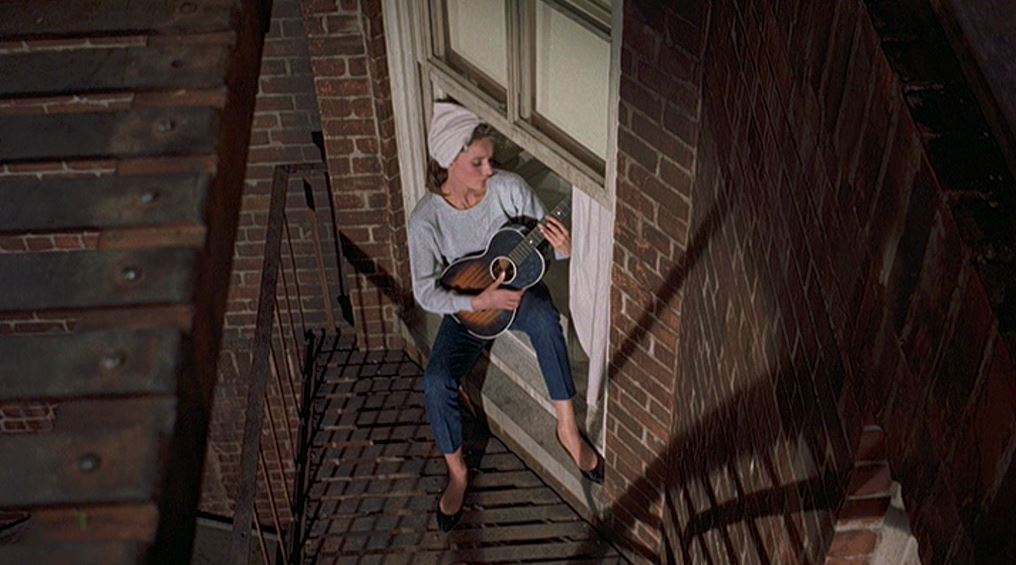 audrey_hepburn_breakfast_at_tiffanys_singing_moon-river_picture