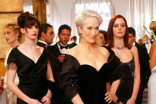devil_wears_prada_party_scene_pic_anne_hathaway_assiatant