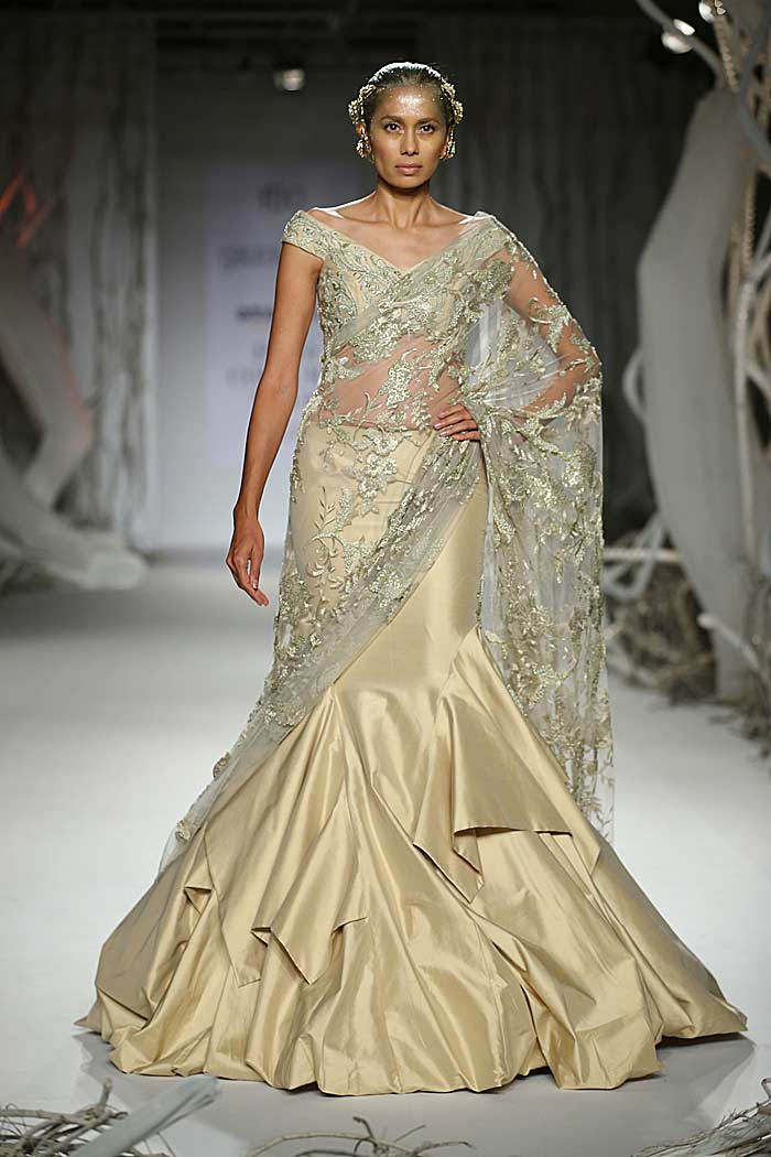 gaurav_gupta_autumn-winter_2015_runway_collection_couture_indian_amazon-india_fashion_week_saree-gown_off_white