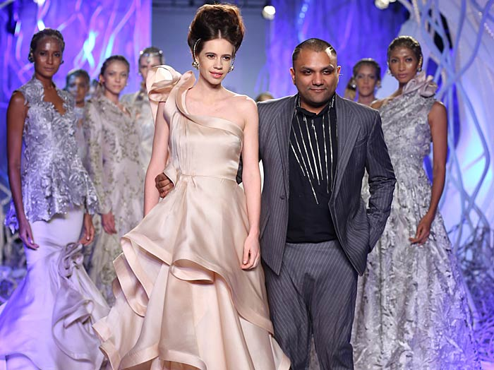 gaurav_gupta_kalki_koechlin_autumn-winter_2015_runway_collection_couture_indian_amazon-india_fashion_week_gown_mermaid_
