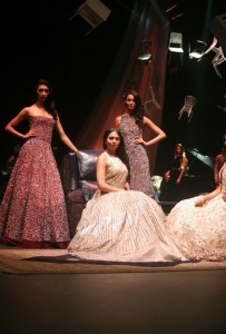 manish_malhotra_lakme_fashion_week_2015_winter_models_female_womens_wear_gowns