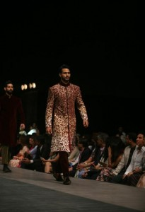 manish_malhotra_lakme_fashion_week_2015_winter_navy_sherwani_maroon_gold_red_scarlet_wedding_menswear_velvet