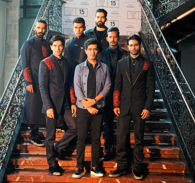 manish_malhotra_ranbir_kapoor_mens_wear_showstopper_black_2015_collection_lakme_fashion_week_winter_gentlemans_club