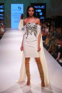 nikhil_thampi_payal_singhal_chooridar_white_bridal_trosseau_designer_suit_gold_kameez_shirt_cape_slit_sleeve