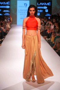 nikhil_thampi_payal_singhal_gold_capeskirt_chooridar_sequin_shimmer_red_top_blouse_makeup_shoes