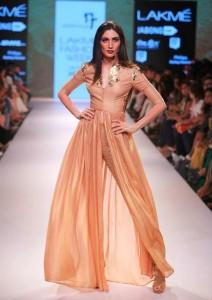 nikhil_thampi_payal_singhal_gold_chooridar_gown_slit_beige