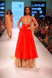 nikhil_thampi_payal_singhal_gold_chooridar_gown_slit_beige_sequin_shimmer_red_skirt