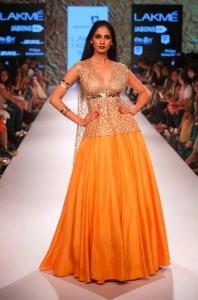 nikhil_thampi_payal_singhal_gold_mango_silk_gown