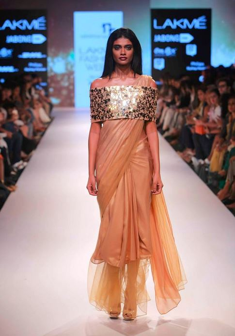 nikhil_thampi_payal_singhal_gold_saree_cape_bandage_blouse