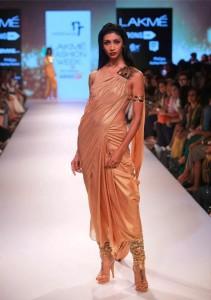 nikhil_thampi_payal_singhal_gold_saree_chooridar