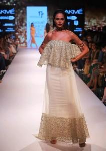 nikhil_thampi_payal_singhal_white_gold_gown