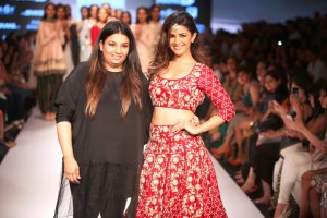 o_payal_singhal_red_gold_embroidery_bridal_lehenga_choli_designer