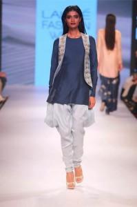 payal_singhal_2015_bridal_suits_blue_designer_white