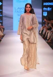 payal_singhal_2015_bridal_suits_gold_designer_white_salwar_loose_trousers_shirt
