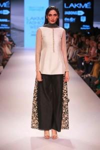 payal_singhal_white_black_top_blouse_shoes_salwar_kameez_loose_pants