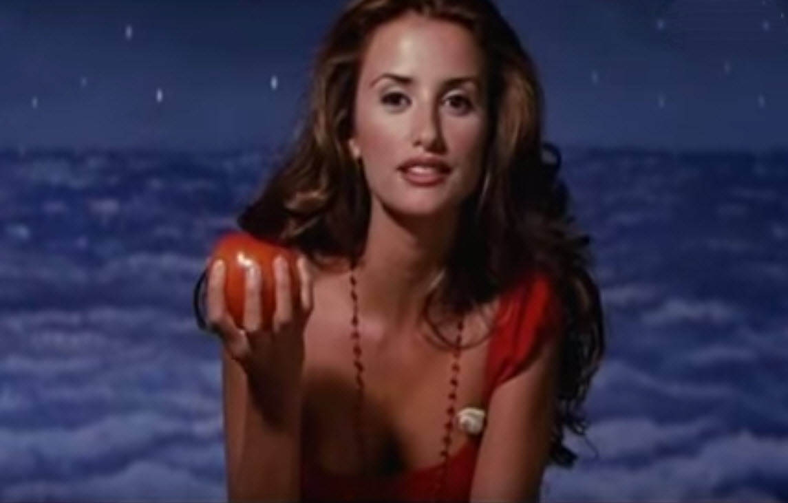 penelope_cruz_woman_on_top_cooking_chef_sexy_hot_ad_tv_apple
