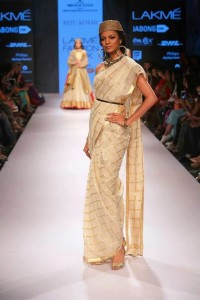 ritu_kumar_collection-2015_lakme_fashion_week_cotton_saree_belt_white_gold