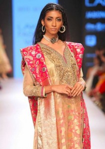 ritu_kumar_collection-2015_lakme_fashion_week_silk_designer_suit_pink_gold_jewelry_makeup