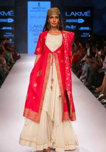 ritu_kumar_collection-2015_lakme_fashion_week_winter_banarasi_fuschia_white_dress_silk_pink
