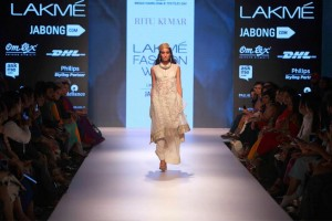 ritu_kumar_collection-2015_lakme_fashion_week_winter_banarasi_weaves_white_dress_designer_suit