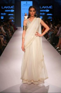 ritu_kumar_collection-2015_lakme_fashion_week_winter_banarasi_weaves_white_saree_cotton_silk