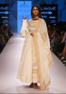 ritu_kumar_collection-2015_lakme_fashion_week_winter_banarasi_white_anarkali_dress