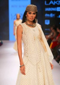 ritu_kumar_collection-2015_lakme_fashion_week_winter_banarasi_white_cotton_shirt_jewelry
