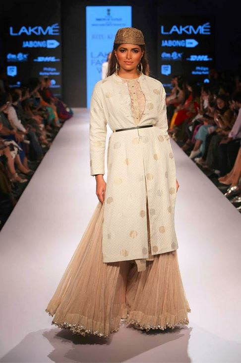 ritu_kumar_collection-2015_lakme_fashion_week_winter_banarasi_white_palazzo_pants_kurta
