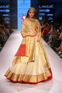ritu_kumar_collection-2015_lakme_fashion_week_winter_gold_white_gown_ethnic