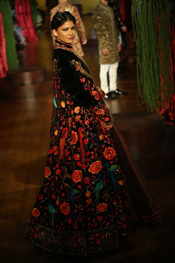 Rohit Bal Autumn Winter 2015 Couture Fashion Show