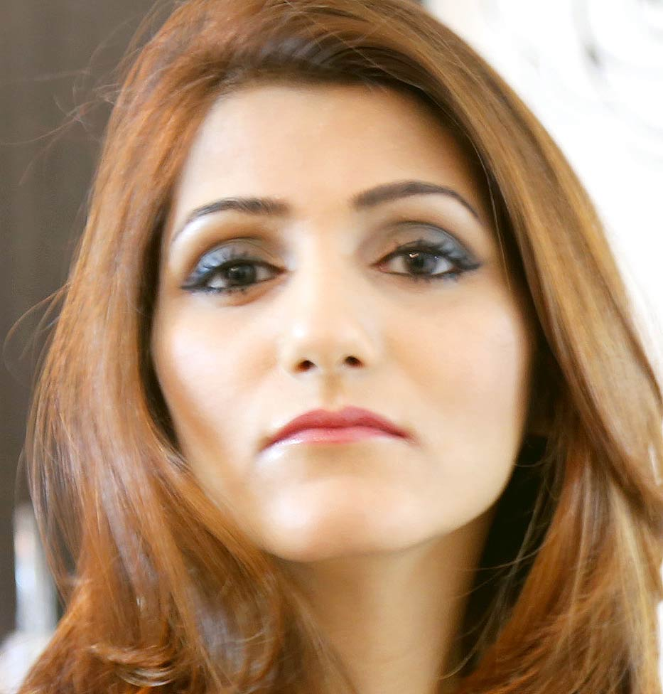 shilpa-ahuja-makeup-blue-eyeshadow-hairstyle-party-indian-fashion-blogger (4)