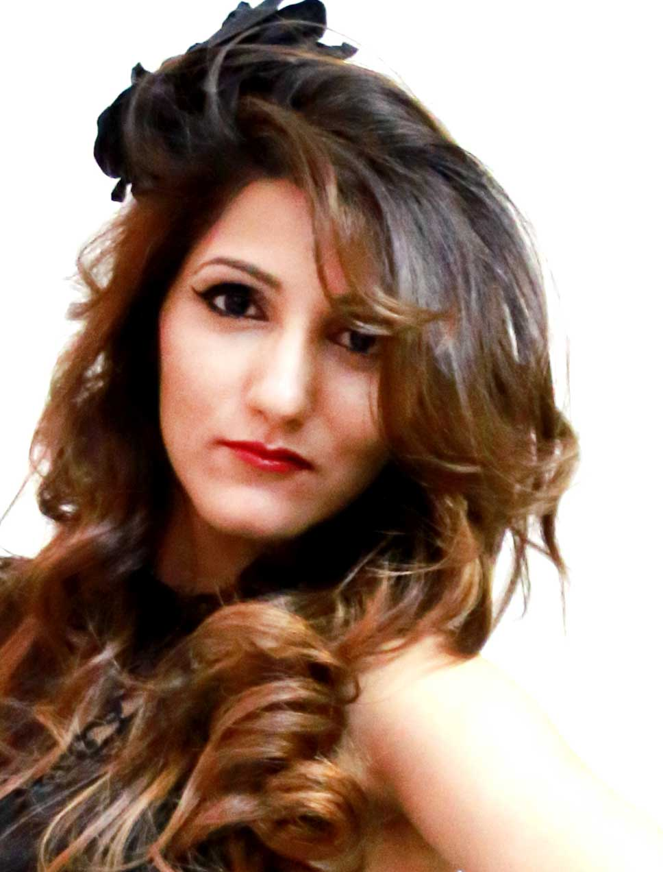 shilpa-ahuja-party-hairstyle-curly-wavy-hair