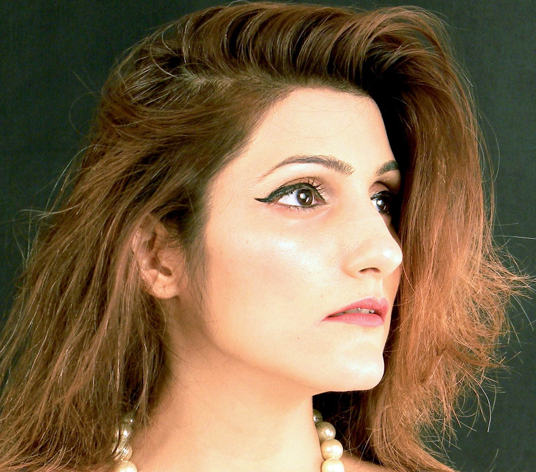 shilpa-ahuja-pearl-necklace-fashion-blogger-makeup-evening-look