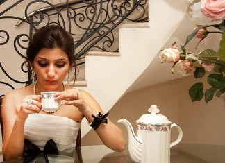 shilpa_ahuja_black_white_dress_royal_princess_having_tea_party_how_to_do_elegant_classy_makeup